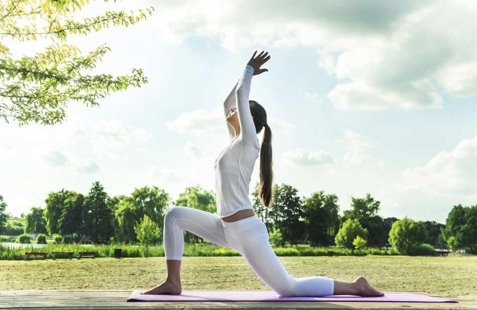 Cours-yoga-en-ligne-zoom-toulouse-postures de yoga a distance